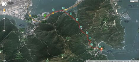The hike tracked by RunKeeper. It took 2km to get to the start of the trail.