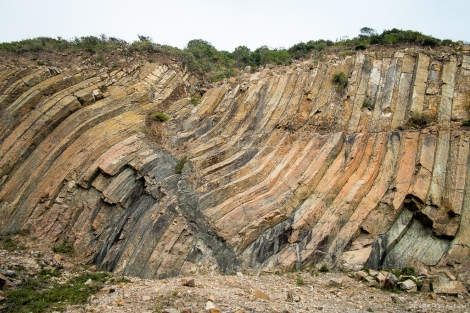 Exposed rock by the dam show the characteristic hexagonal formations.